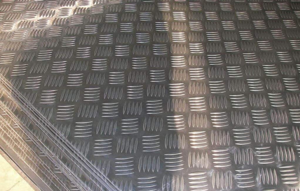 防滑铝板 厚度1.5-5.0毫米.jpg